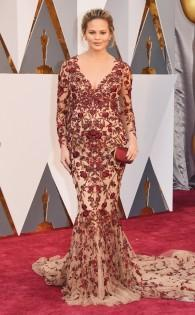 rs_634x1024-160228163246-634-chrissy-teigen-2016-oscars-academy-awards-mh-022816